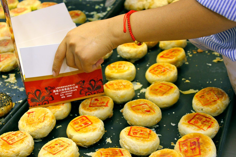 Mooncakes: The Chinese Mid-Autumn Festival Dessert - UnTour